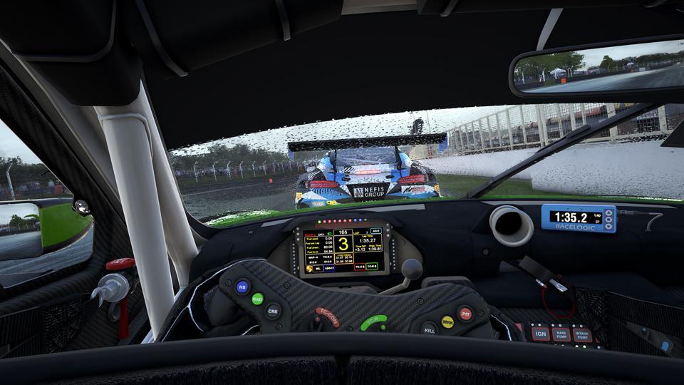 Assetto Corsa Competizione in the rain, inside the cockpit