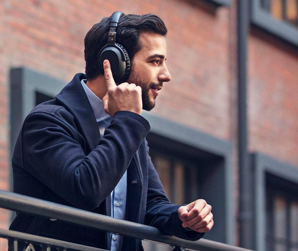 Man using EPOS Adapt 660 headset