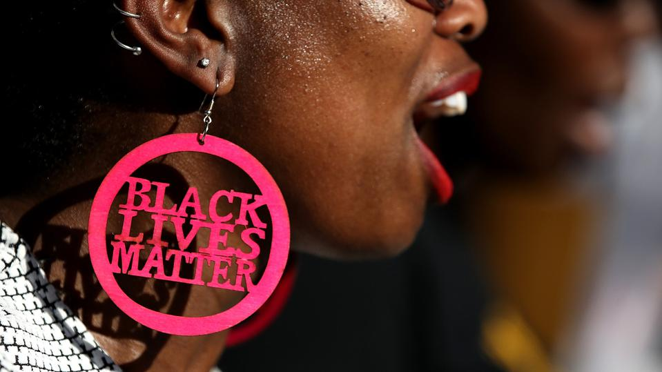 Women with #BLM symbol.
