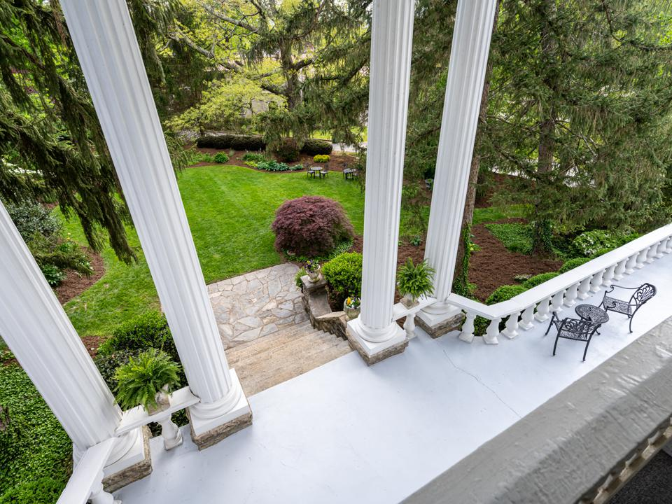 Albermarle Inn, Asheville, North Carolina, Bed & Breakfast, residence, luxury real estate, courtyard view