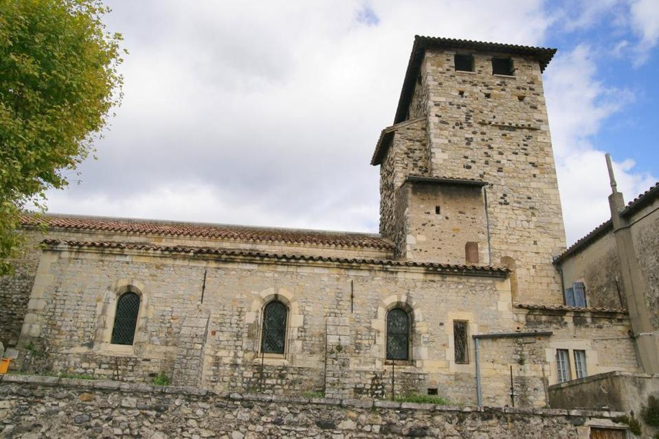 Église Saint Etienne de Mélas is a Roman-style church in the Ardèche Department.