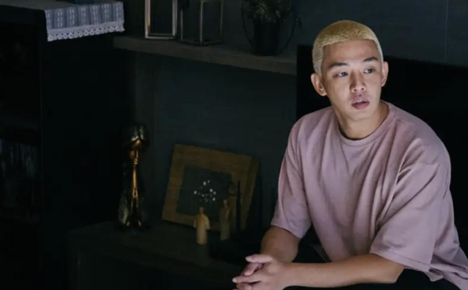 Yoo Ah-in stars in the zombie film '#Alive,' which is doing well at the Korean box office.