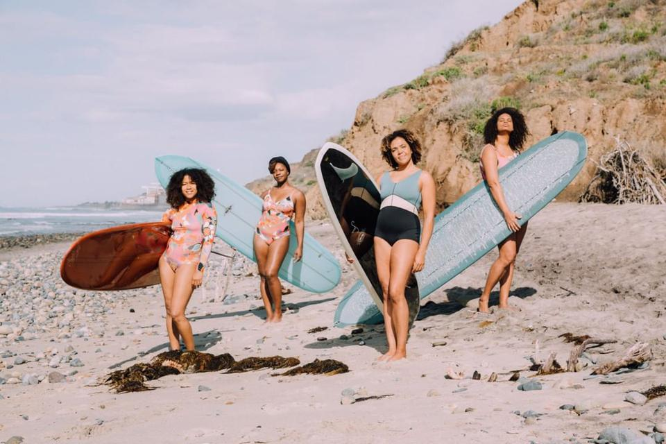 Seea recently teamed up with Textured Waves, a collective of African American female surfers that aim to showcase the diverse beauty of surfing. Their goal is to inspire a new generation of surfers that reflects the diverse water we walk on.⠀⠀⠀