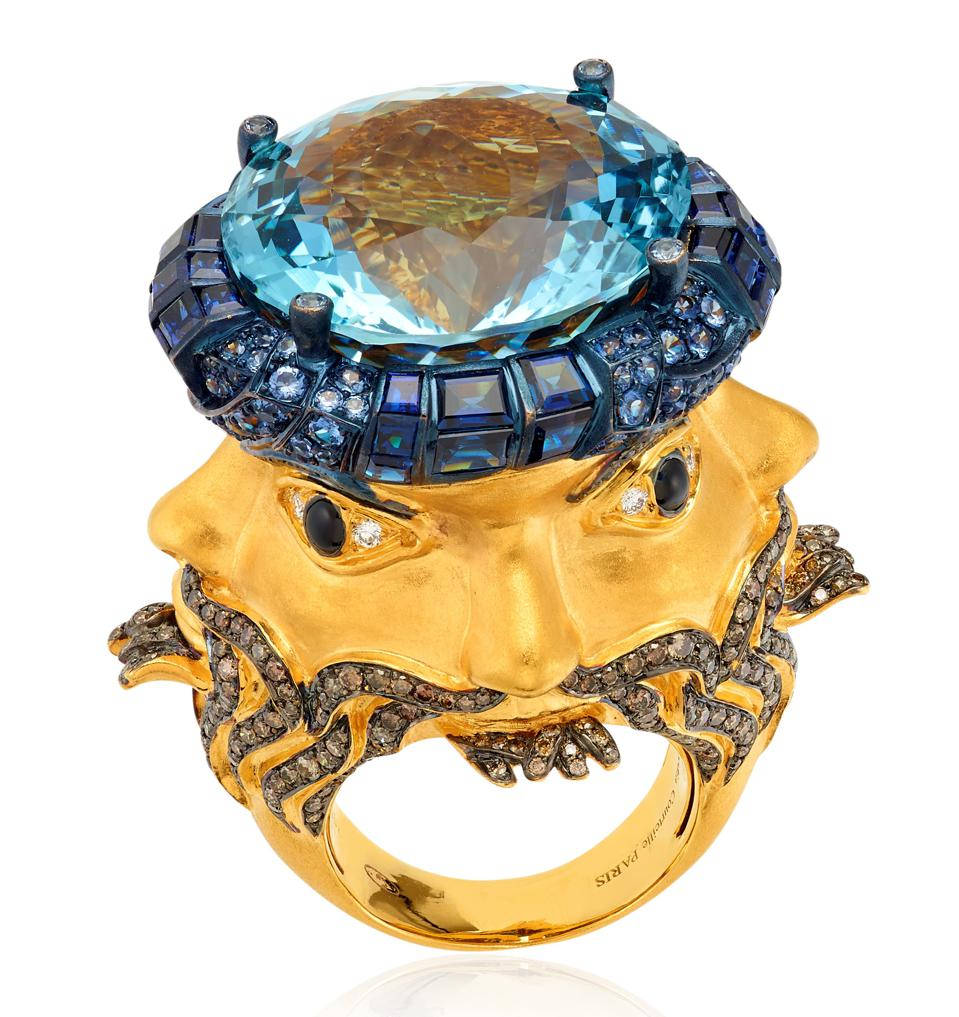An 18k gold ring inspired by a god with four faces from the early Babylonian era