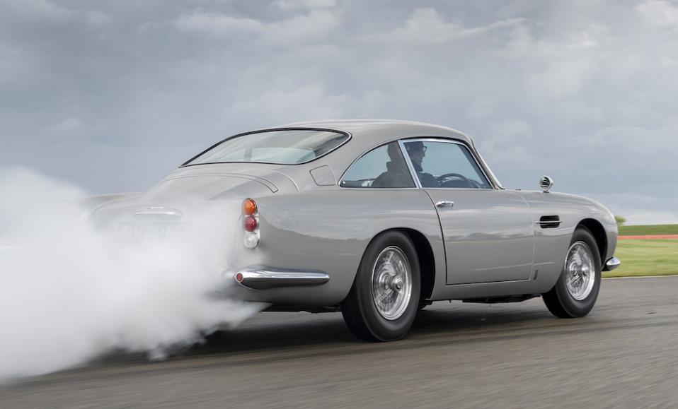 Aston Martin DB5 smoke screen