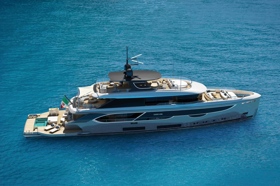 The new Benetti superyacht Oasis 40m sails on the ocean