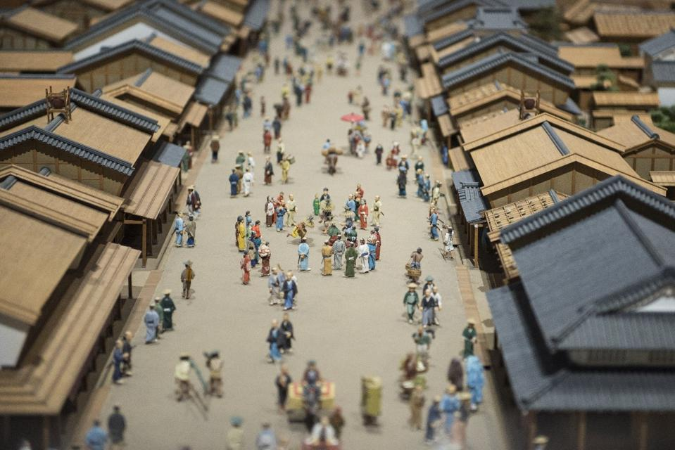 Japanese merchants adopted the spirit of Sanpo Yoshi in the 17th century.