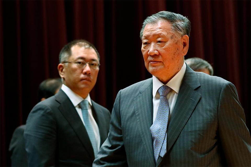 Euisun Chung (left) and Mong-Koo Chung