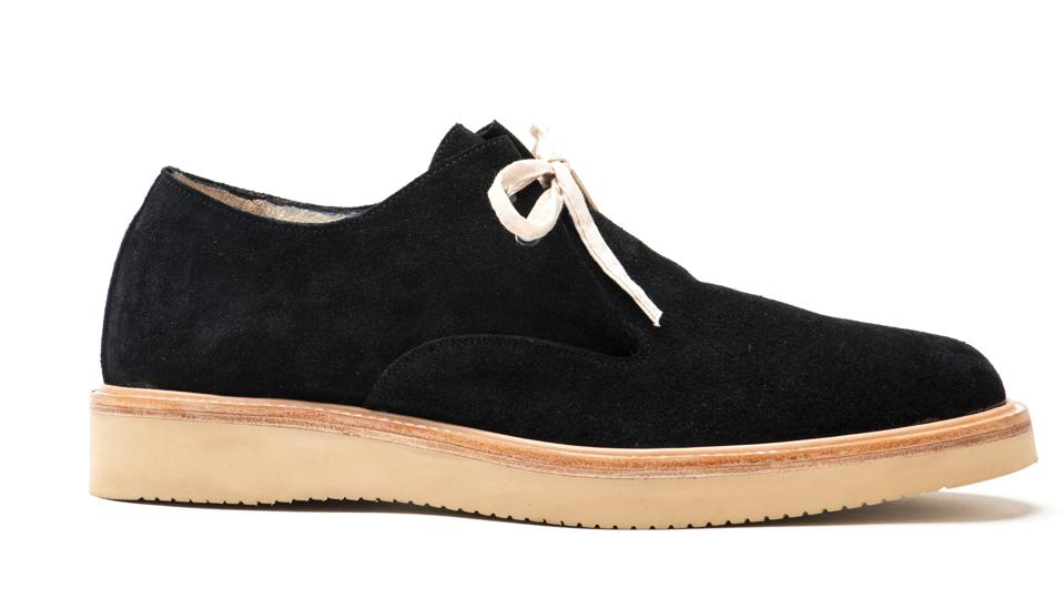 Derby shoe with two eye tongue folded gusset lace-up made in black Italian suede.