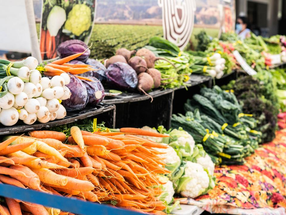 Photo of fresh produce on a shelf.