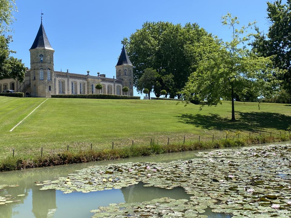 Lawn and pond at Château Brande-Bergère