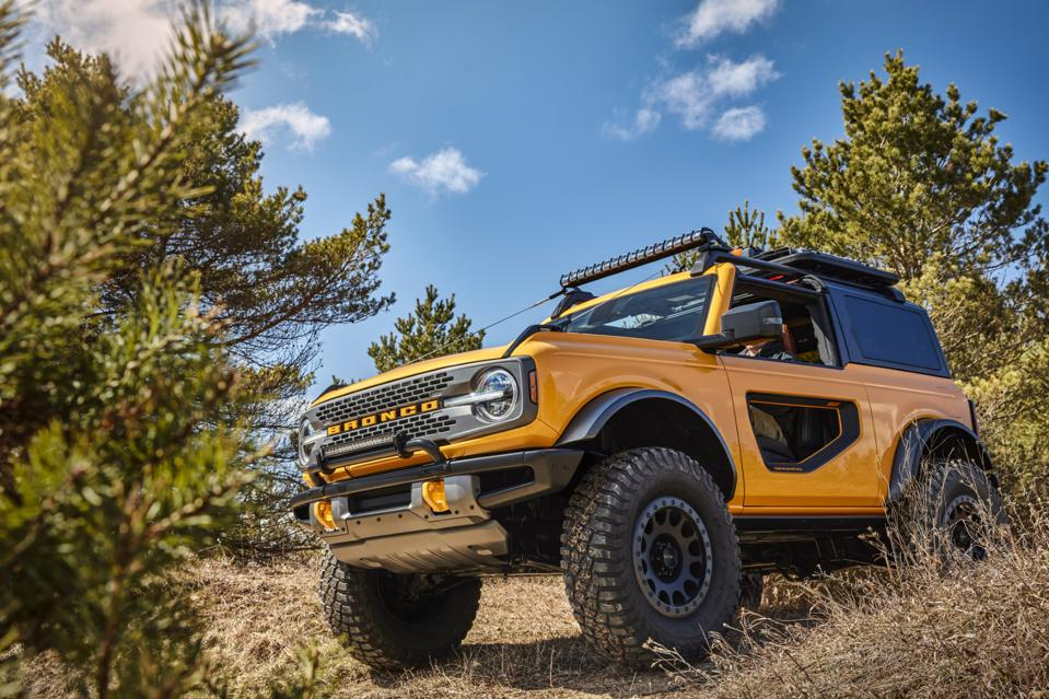 2021 ford bronco aims for the heart of jeep