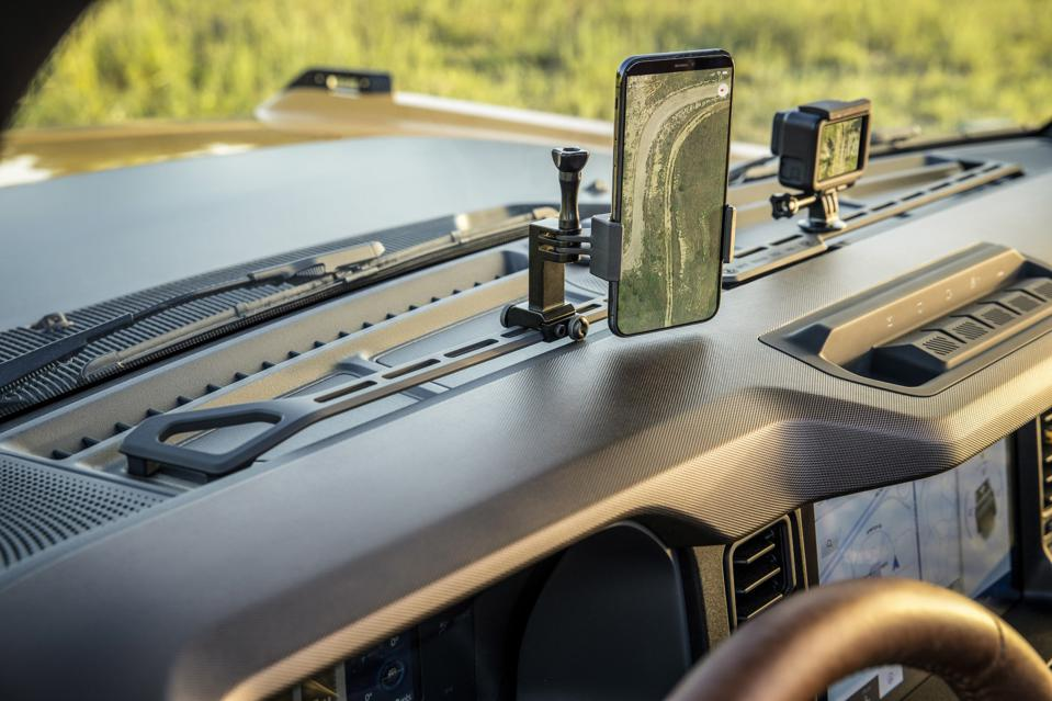 2021 Ford Bronco accessories include dash top bracket for mounting phones and action cameras