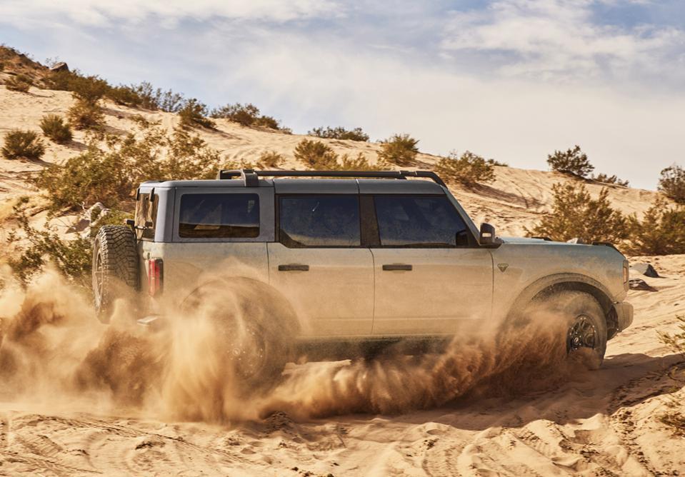 2021-Ford-Bronco-4-Door-Off-Roading