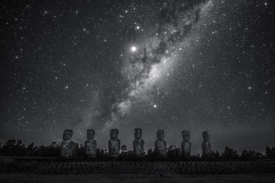 Stargazing Giant: this image is the view of the Milky Way rising above the Moai at Ahu Akivi. Ahu Akivi is a particularly sacred place in Easter Island in the Valparaíso Region of Chile, looking out towards the South Pacific Ocean. The site has seven moai, all of equal shape and size, and is also known as a celestial observatory that was set up around the 16th century. The shot highlights the central bulge of the Milky Way, the constellation Scorpio, as well as the planets Jupiter and Saturn.