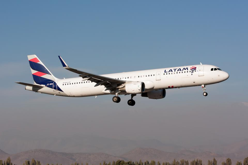 A LATAM Airlines Airbus 321 seen landing at Santiago airport...