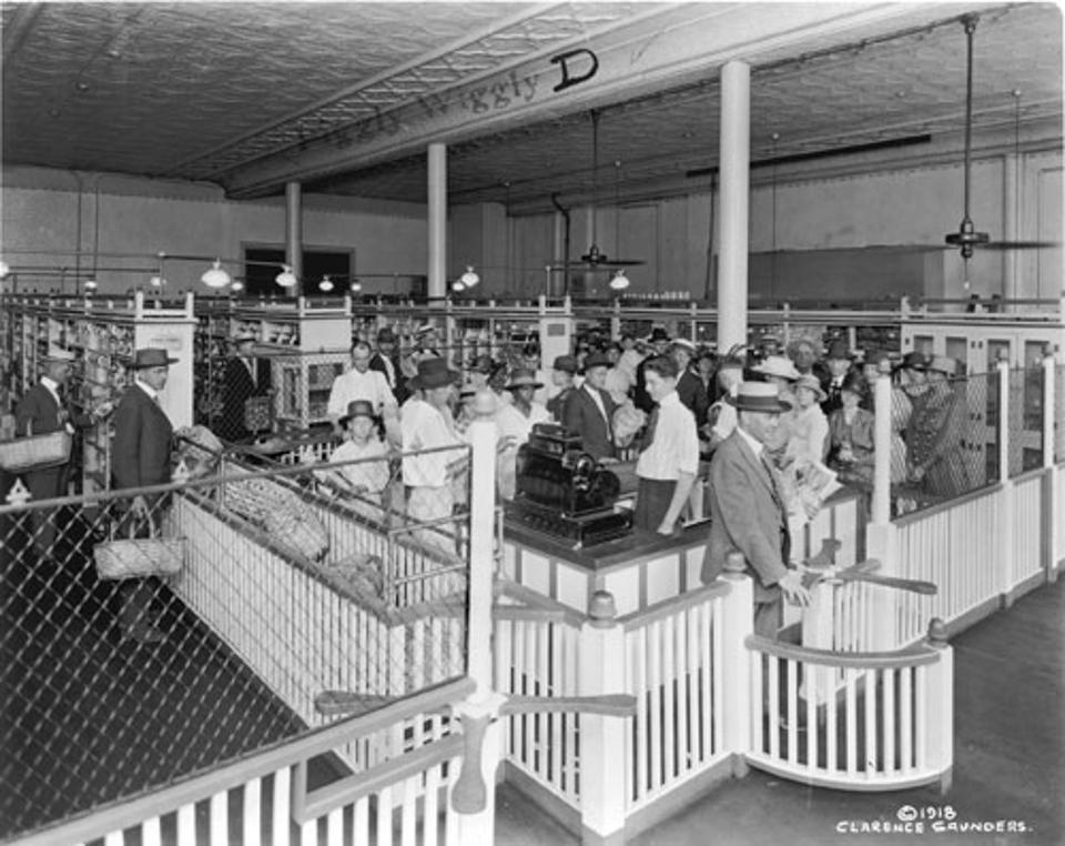 Black and white photo of world's first grocery checkout line.