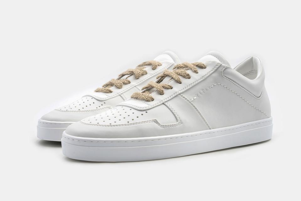 Yatay, Irori sneaker in Birch White, with hemp laces. Made from sustainable bio-polyols – polymers extracted from cereals.