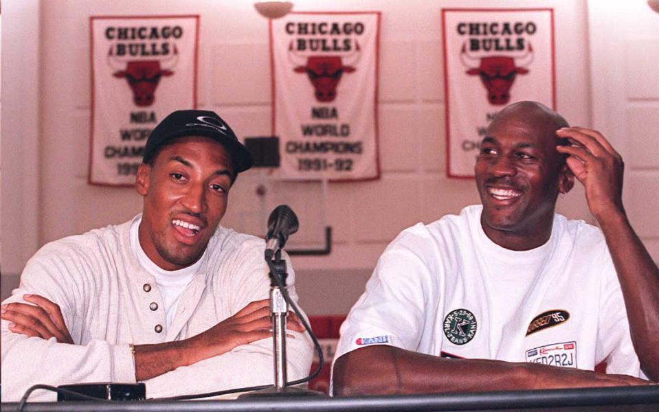 Chicago Bulls basketball stars Michael Jordan (R)