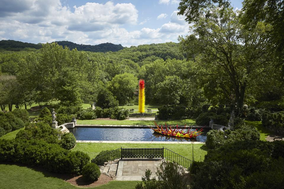 Dale Chihuly, ″Fiori Boat,″ 2018, and ″Scarlet and Yellow Icicle Tower,″ 2013. Cheekwood Estate & Gardens, Nashville, installed 2020.