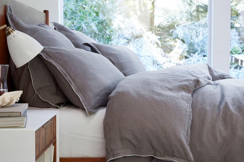 16 Great Linen Sheet Sets And Breezy, Flax Linen Bedding Manufacturers In India