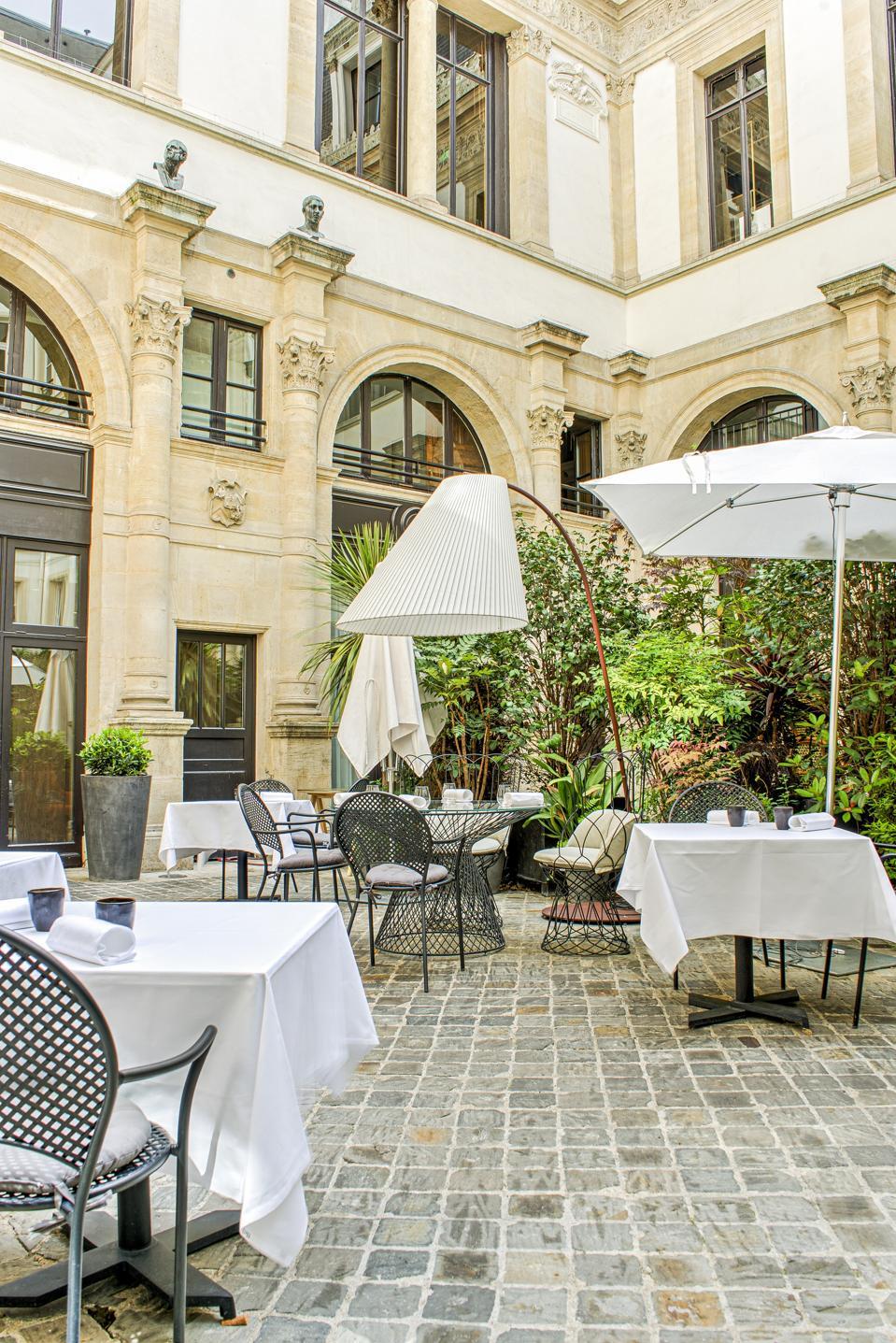 The one Michelin-star restaurant Akrame in Paris