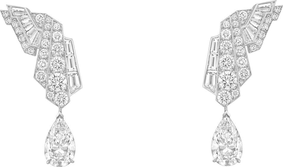 Diamond earrings from the Van Cleef & Arpels' Merveille d'émeraudes transformable necklace