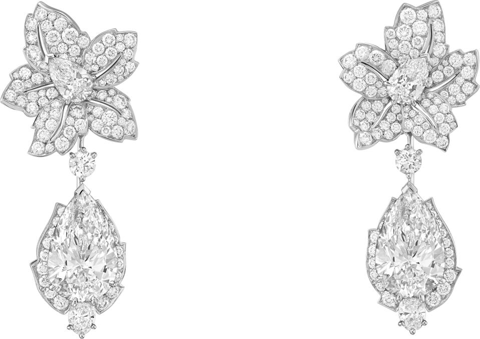 Tendresse étincelante earrings by Van Cleef & Arpels made of white gold and diamonds