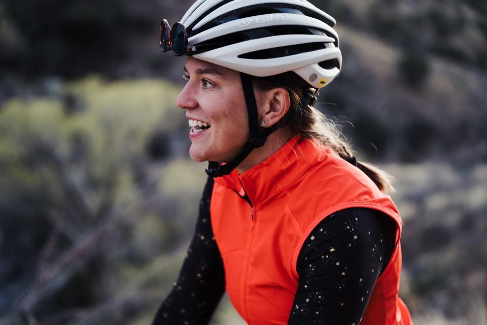 Women cyclists, adventure outside