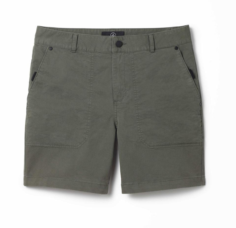 The AETHER Apparel Clarke Short 7″ features a relaxed, perfectly worn-in aesthetic that's made for casual, easy summer days.