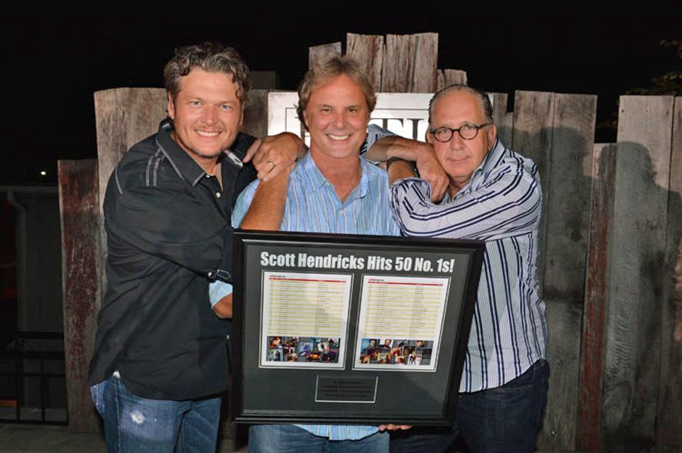Scott Hendricks celebrates 50 No. 1 songs with Blake Shelton and John Esposito (right).