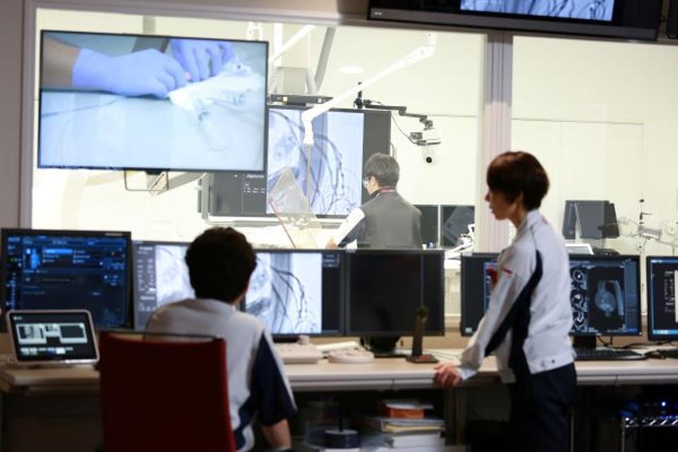 Asahi Intecc's state-of-the-art simulation room
