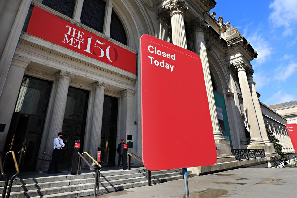 Metropolitan Museum of Art with closed sign
