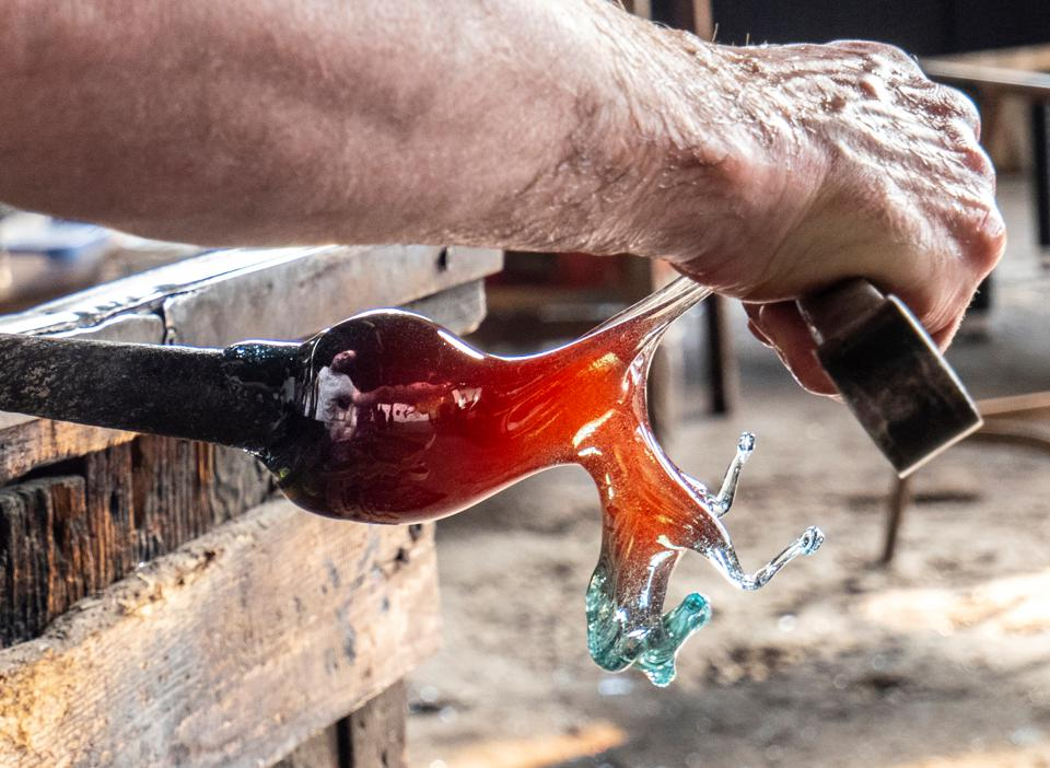 Italy.  Veneto.  Venice.  Murano Island.  The art of blowing glass from Murano.  artisans when craftsmen work in traditional glass factories