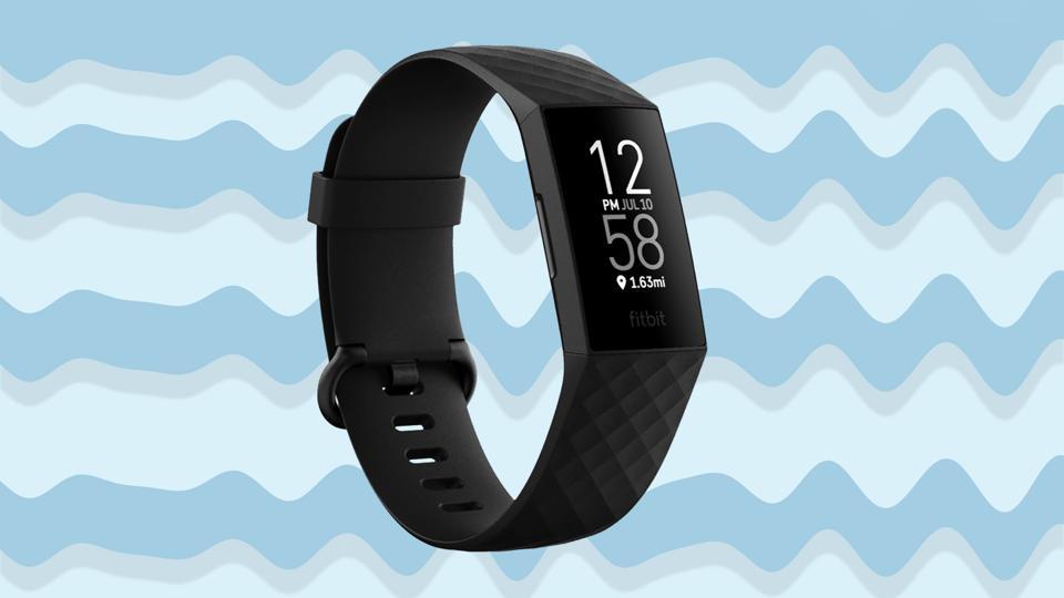 Un'immagine promozionale di Fitbit Charge 4.