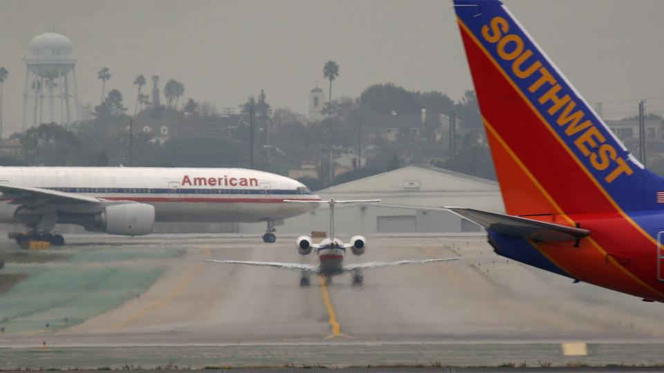 U.S. Sets 3-Hour Limit For Stranding Air Passengers On Tarmac
