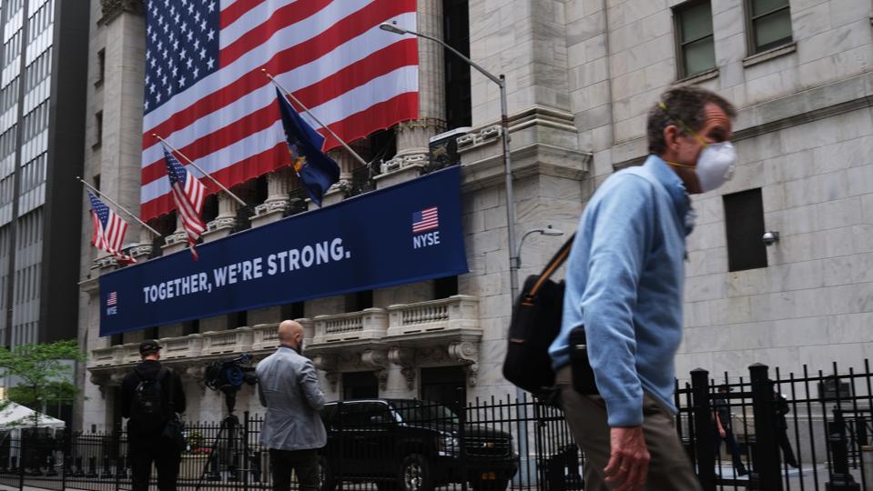 La Borsa di New York riapre a un numero limitato di operatori