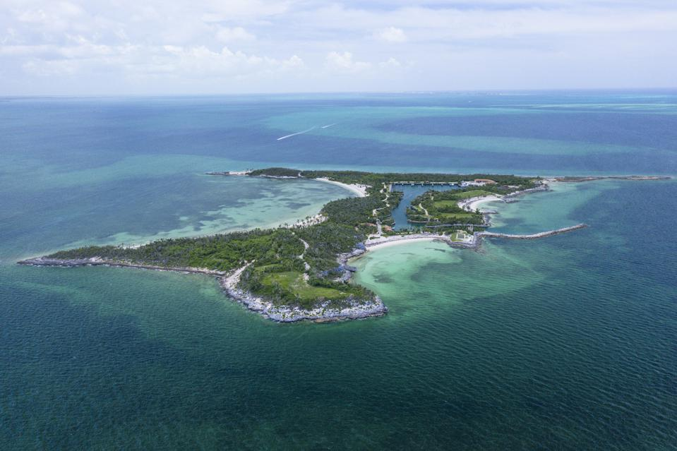 Montage Cay is a 48-acre private island in The Abacos Islands in the Bahamas. Montage Hotels & Resorts will develop an all-suite resort and a bespoke collection of residences on the island.