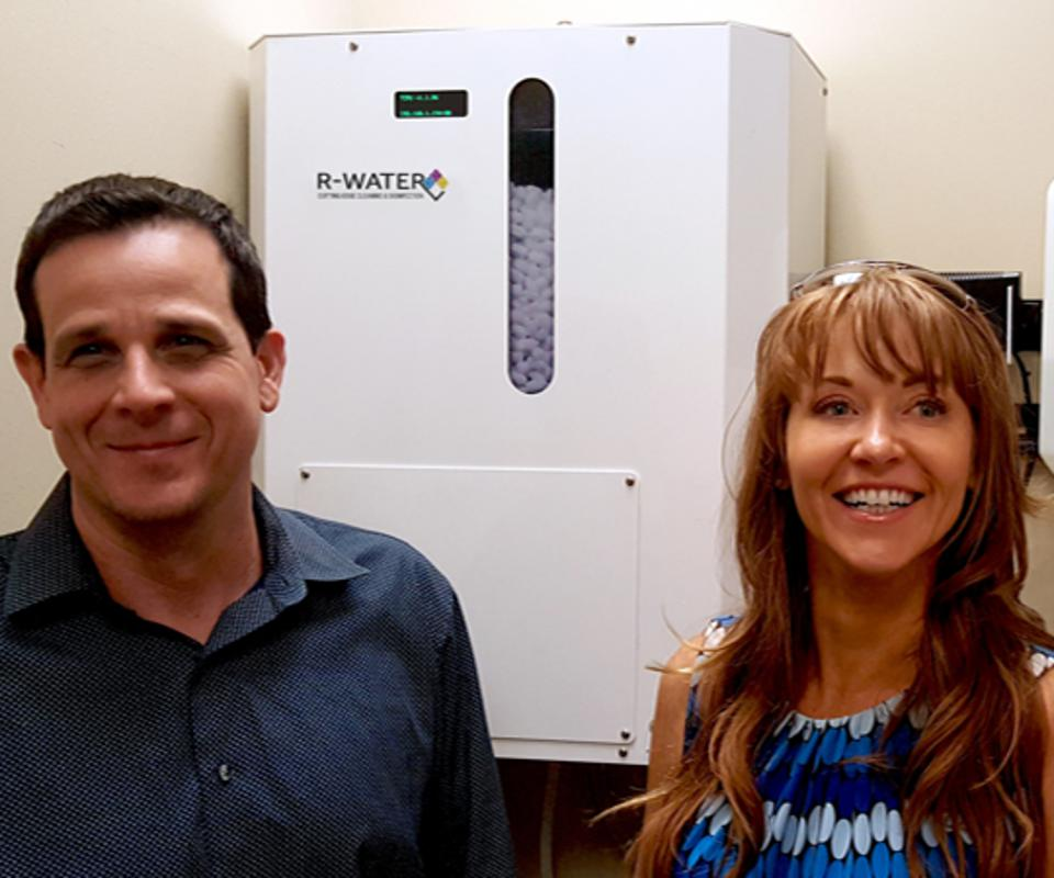 Rayne Guest, (l), CEO/Founder of R-Water with device and a Sierra Club leader