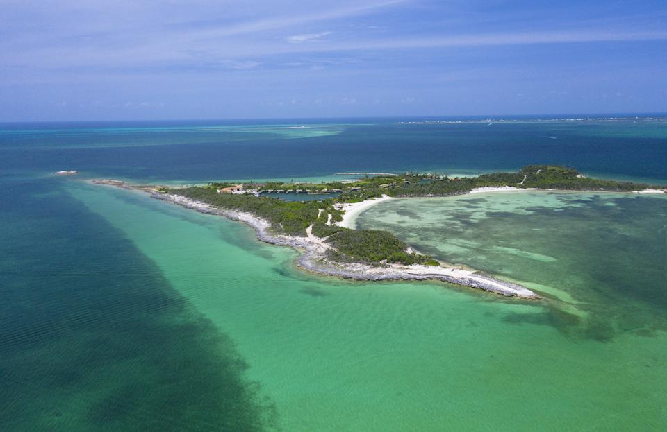Montage Cay is remote yet easily accessible as it is located less than one mile off the coast of Marsh Harbour.
