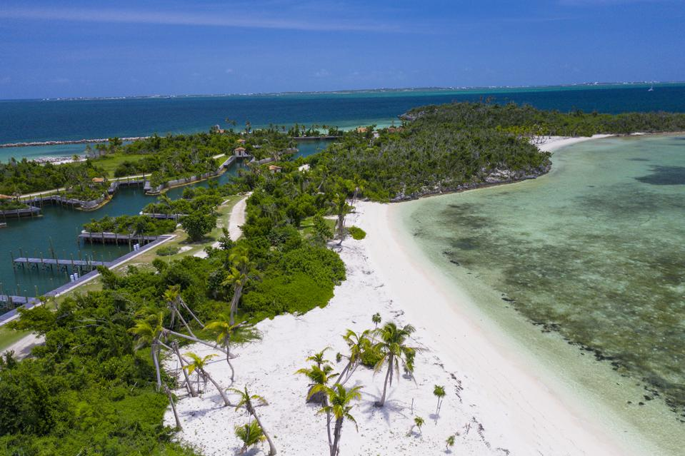 The island has seven white-sand beaches as well as beautiful views of the Sea of Abaco and the surrounding cays.