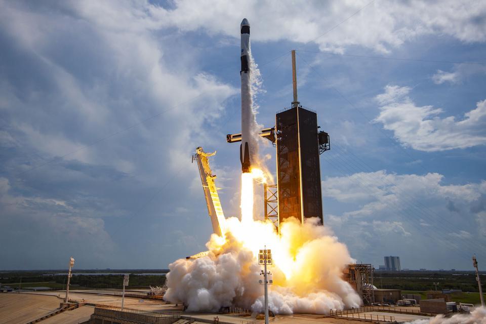 Il lancio di SpaceX Demo-2 ha inviato in sicurezza due astronauti in volo il 30 maggio 2020.