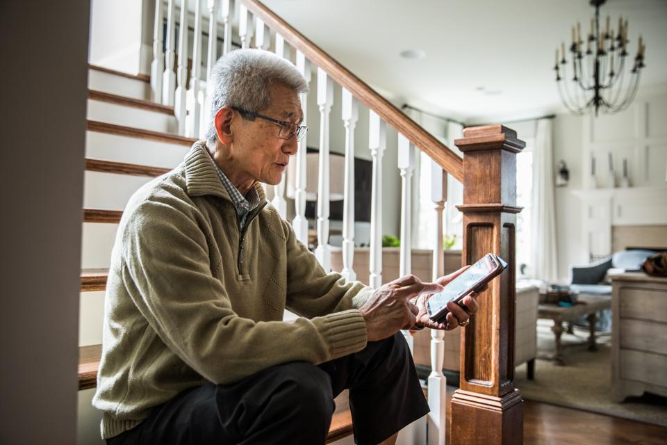 Senior man on smartphone