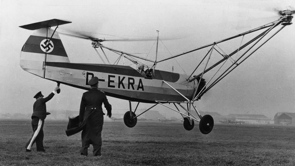Aviation, Helicopters - Ernst Udet holds with one hand the helicopter Focke-Wulf Fw 61 V 2 D-EKRA, in which Hanna Reitsch starts a flight from Bremen to Berlin-Tempelhof; in der middle Roluf Lucht,