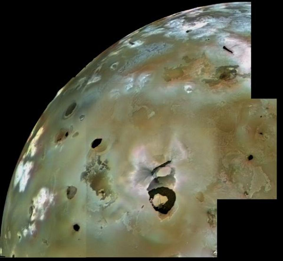 Voyager 1's view of Loki Patera from 1979, which show the active lava lake as a large shield-shaped black feature.