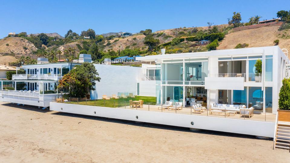 Billionaire Eli Broad offers up his $67.5 million beachfront estate
