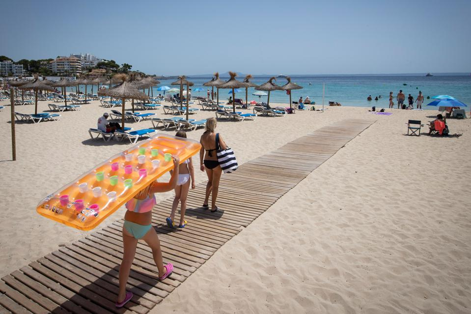 Uk Holidays In Spain Now End In Quarantine What You Must Know