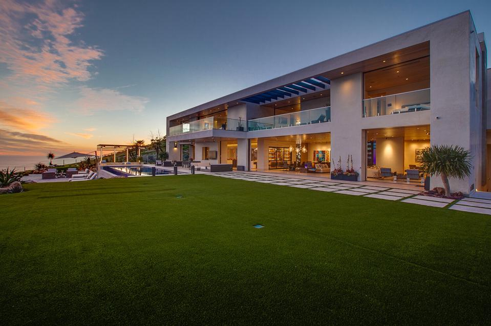 New $50 million spec mansion overlooking the Pacific Ocean