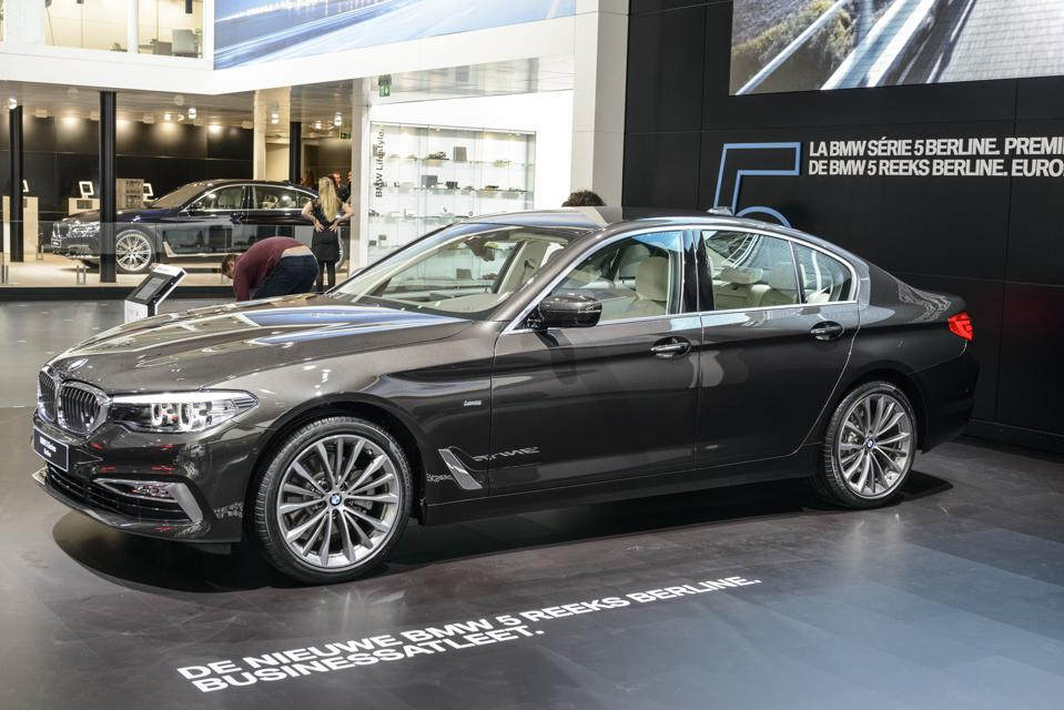 Bmw Converts 5 Series To Ev Aims At 400 000 Evs A Year