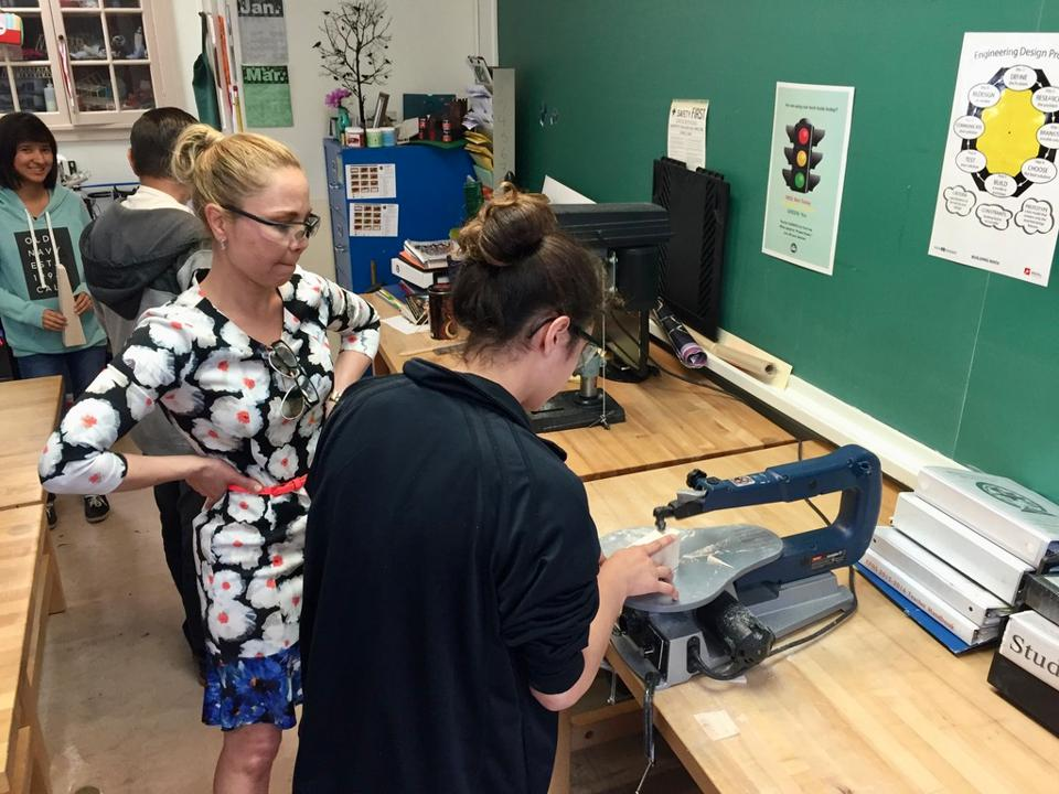 Active dual language learning in a 9th-grade physics class at El Paso High.